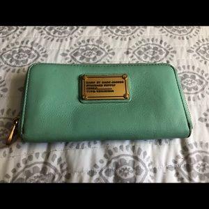 Marc Jacobs Zip around wallet